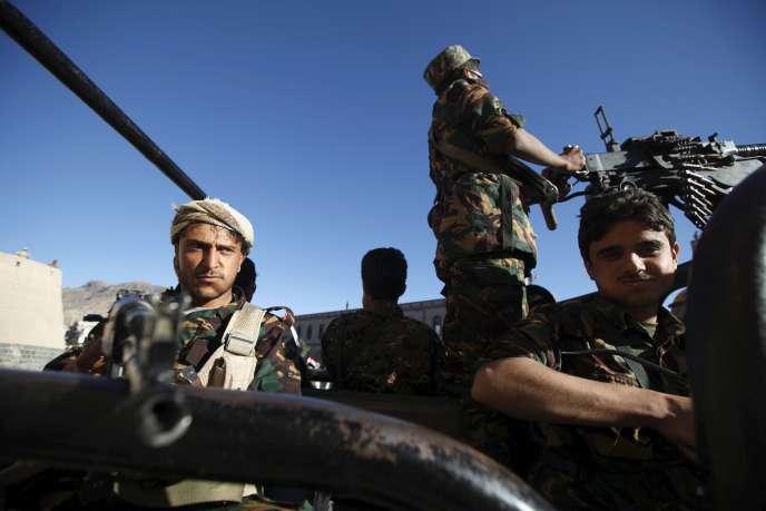 Des miliciens houthistes, le 30 novembre 2015, à Sanaa.