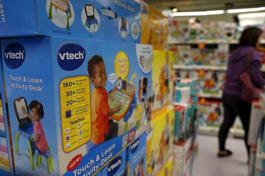 Les jouets du fabricant VTech dans les rayons à Hong Kong, le 30 novembre.