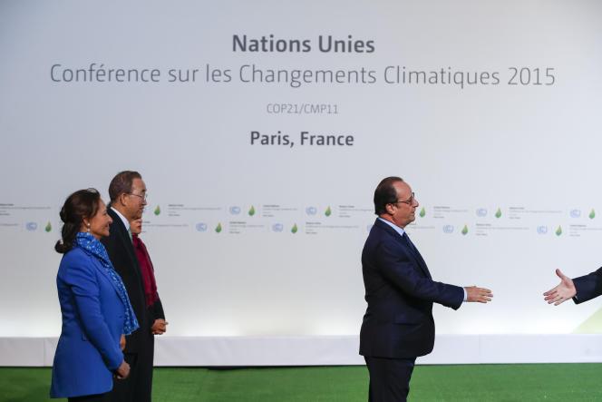 Ségolène Royal, Ban Ki-moon et François Hollande, pendant la cérémonie d'accueil de la Cop21 au Bourget.