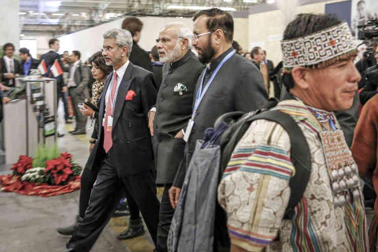 Le premier ministre indien, Narendra Modi (au centre, pochette de costume verte).