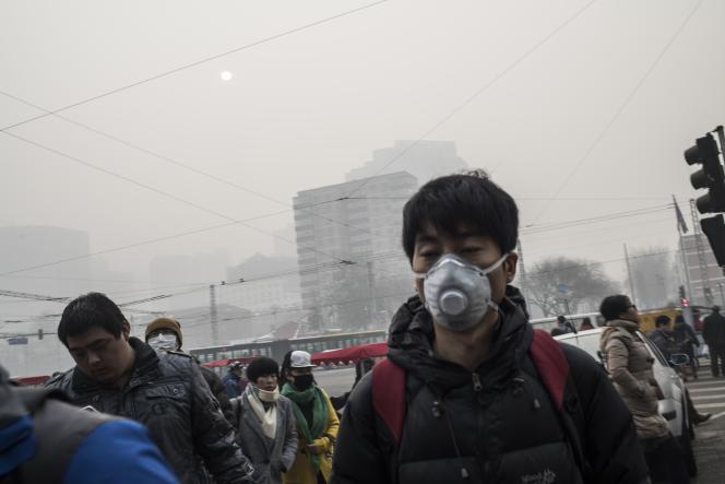Dans les rues de Pékin, lundi 30 novembre 2015.