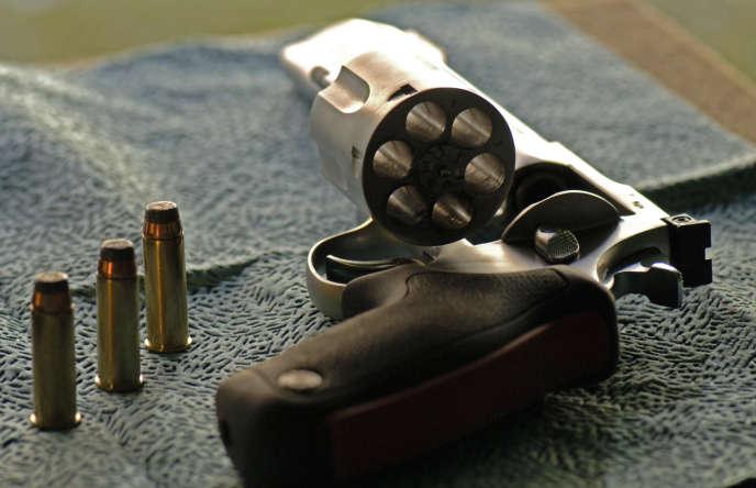 Un revolver sur un stand de tir sportif en Corse en 2007.