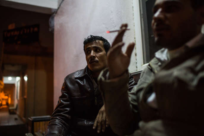 Antakya, gare de bus. Ces deux Syriens originaires d'Idlib ont réussi à traverser la frontière turco-syrienne.