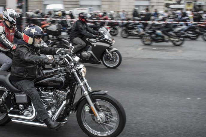 Des motards à Lyon le 10 octobre 2015.