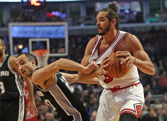 Le pivot franco-américain des Chicago Bulls,Joakim Noah, le 30 novembre lors d'un match contre les San Antonio Spurs.