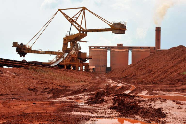 Une mine de bauxite à Kamsar, au nord de Conakry, en Guinée, en octobre 2008.