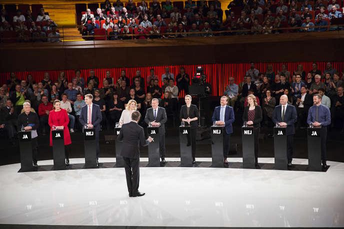 Les responsables des principaux partis danois lors d'un débat sur le référendum, le 1er décembre à Copenhague.