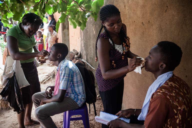 """Sur le tournage de la série burkinabée """"Stop corruption"""", du réalisateur Missa Hebié."""