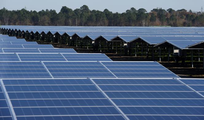 La centrale photovoltaïque de Cestas, en Gironde, inaugurée en 2015, est l'une des plus grandes et puissantes d'Europe.