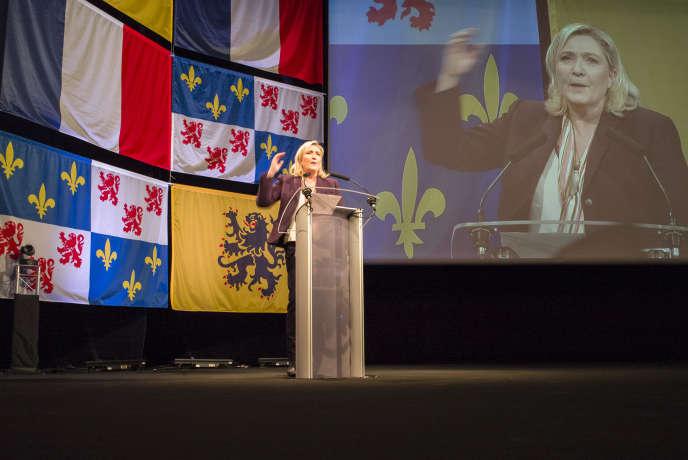 Pendant le dernier meeting de la campagne de Marine Le Pen pour les élections régionales 2015 à Lille le 30 novembre. La président du FN menace de couper les subventions régionales à