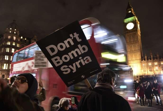 Manifestation à Londres le 1er décembre 2015 contre une intervention britannique en Syrie.