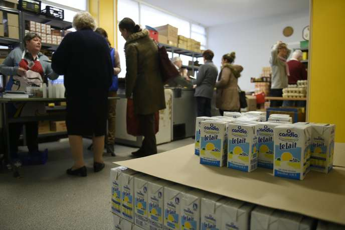Une distribution de nourriture des Restos du cœur à Lyon en 2015.