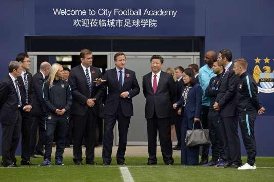 David Cameron et le président chinois, Xi Jiping, visitent l'académie de Manchester City, le 1er décembre.