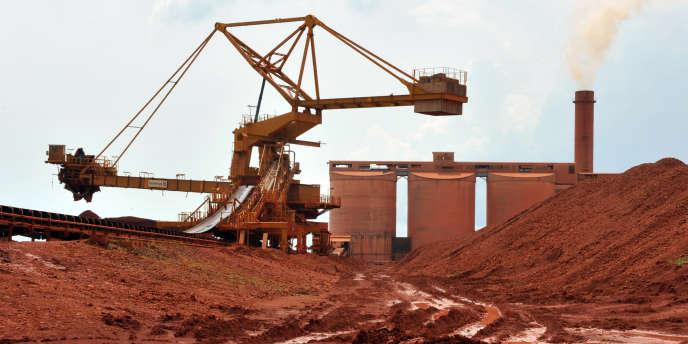 Une mine de la Compagnie des bauxites de Guinee (CBG), à Kamsar, au nord de Conakry, en octobre 2008.