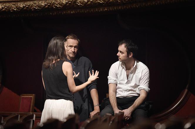 Eric Ruf, au centre, avec Suliane Brahim (Juliette) et Jérémy Lopez (Roméo), en répétition, le 6 novembre 2015.