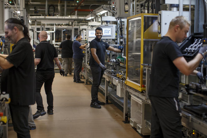 Suthan Shanmugarajah, dont les parents sri-lankais sont venus en Allemagne au début des années 1980, travaille sur le site Mercedes-Benz à Stuttgart.
