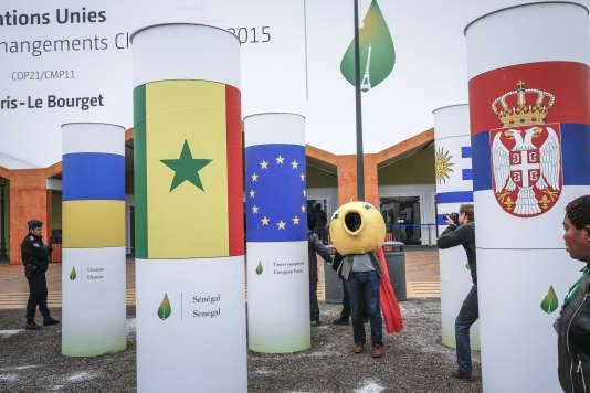 Devant la COP21 au Bourget le 1er décembre.