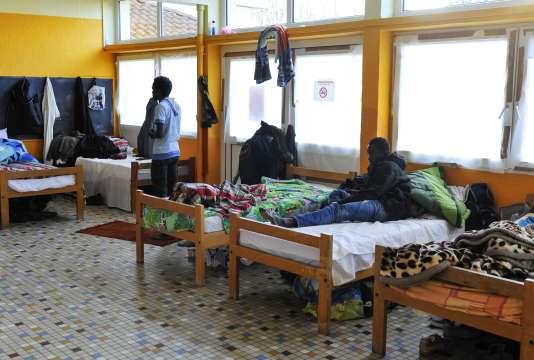 Des migrants de Calais accueillis à Arry, dans l'Est de la France, le 12 novembre.
