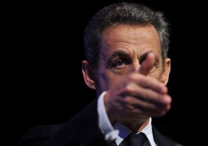 Nicolas Sarkozy, en campagne pour les élections régionales  à Saint-Jean-Le-Blanc (Loiret), le 2 décembre 2015.