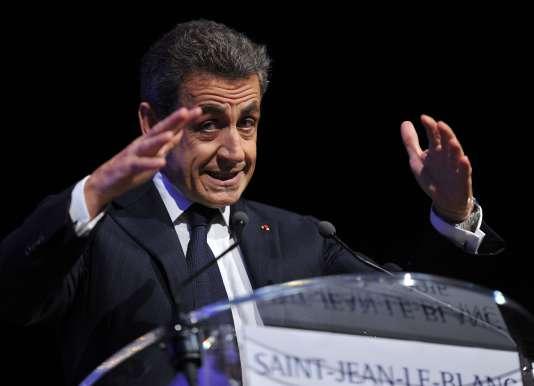 A quelques jours des élections régionales, Les Républicains de Nicolas Sarkozy perdent du terrain.