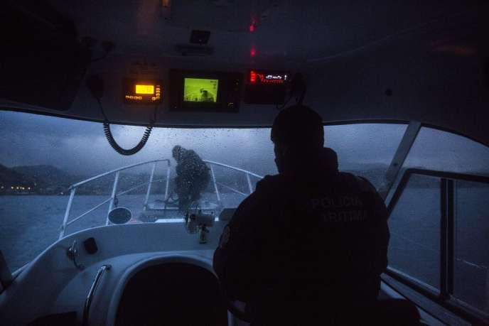 Des agents de Frontex patrouillent au large de l'île grecque de Lesbos, le 26 novembre.