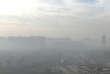 Epais brouillard, depuis lundi, sur le nord de la Chine en raison l'augmentation de la consommation de charbon et au rejet dans l'atmosphère de fumées industrielles.