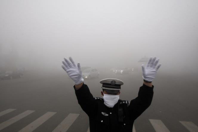 Il est important de soutenir financièrement en priorité les pays les plus pauvres et plus vulnérables, dont les moyens et les besoins sont bien différents d'autres pays en développement mais surtout émergents comme l'Inde ou le Brésil (Photo: Pollution à Harbin, dans la province chinoise du Heilongjiang, en 2013).