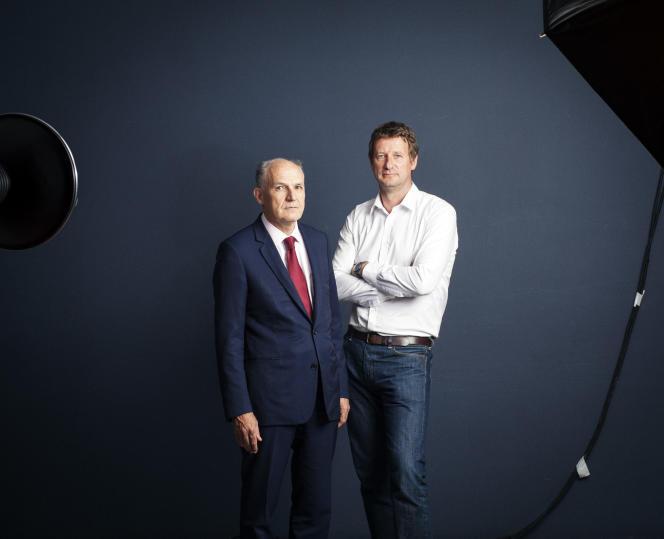 Pierre-André de Chalendar (à gauche), PDG de Saint-Gobain, et Yannick Jadot, député européen EELV à Paris en juillet.