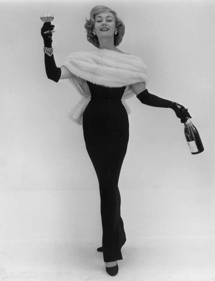 L'actrice etmannequin Jean Dawnay,  en Dior (1956).