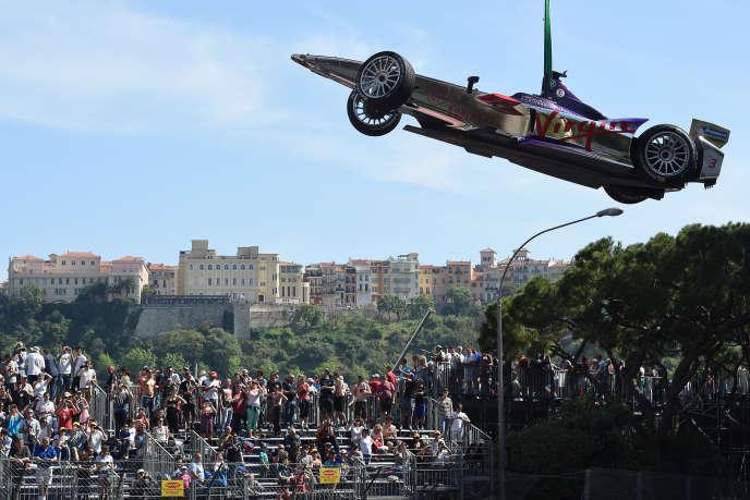 La Roborace doit compléter l'actuel championnat de Formule E. Ici la monoplace électrique de l'Espagnol Jaime Alguersuari (Virgin-Racing), lors de l'e-Prix de Monaco, le 9 mai.