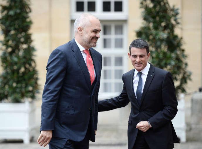 Le premier ministre albanais, Edi Rama, et son homologue français, Manuel Valls, le 3 décembre 2015 à Paris.