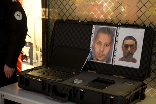 A l'aéroport de Roissy, photos de Salah Abdeslam et Mohamed Abrini, soupçonnés d'être impliqués dans les attentats du 13 novembre à Paris et Saint-Denis.