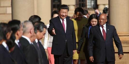 Le président chinois Xi Jinping et le président sud-africain Jacob Zuma, à Pretoria (Afrique du Sud), le 2 décembre 2015.