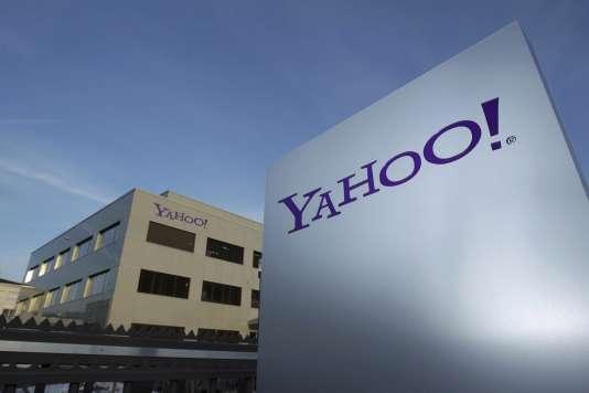 Un logo du groupe Internet Yahoo!, à Rolle en Suisse, le 12 décembre 2012.