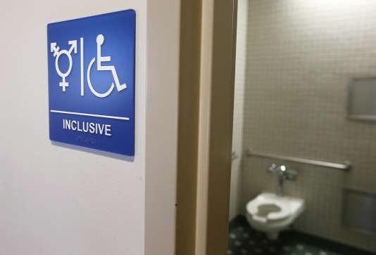 Un toilette tous genres, à l'université d'Irvine, en Californie.