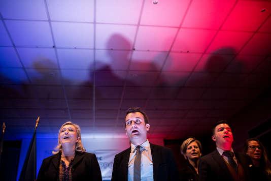 Hayange (Moselle), le 25 novembre 2015. Marine Le Pen en meeting avec Florian Philippot et le maire Fn, Fabien Engelmann pour les élections régionales. ©Vincent Jarousseau | hanslucas pour Le Monde