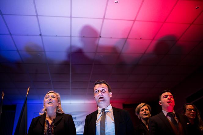 Hayange (Moselle), le 25 novembre 2015. Marine Le Pen en meeting avec Florian Philippot et le maire Fn, Fabien Engelmann pour les élections régionales. ©Vincent Jarousseau   hanslucas pour Le Monde