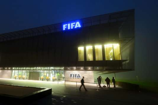 Le siège de la FIFA dans la brume à Zurich le 3 décembre 2015.