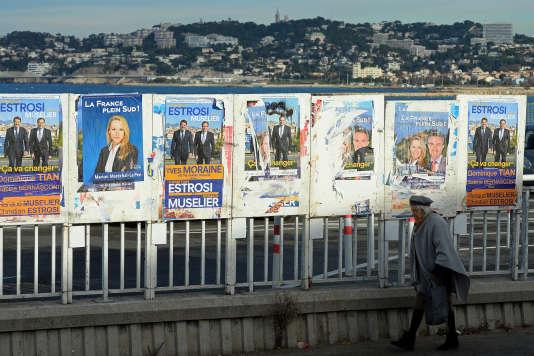 Des panneaux électoraux pour les régionales des 6 et 13 décembre 2015 à Marseille.