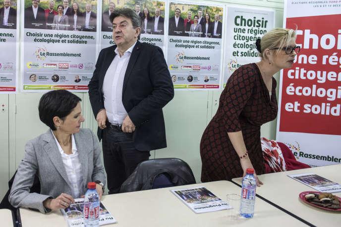 Jean-Luc Mélenchon, lors d'une réunion publique, pendant la campagne pour les élections régionales à Creil, le 1er décembre.