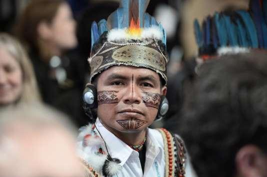 Un Indien d'Amazonie au sommet des villes organisé à l'hôtel de ville de Paris, le 4 décembre.