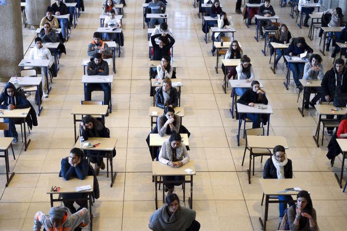 Examen à l'université d'Aix-Marseille, en décembre 2012.