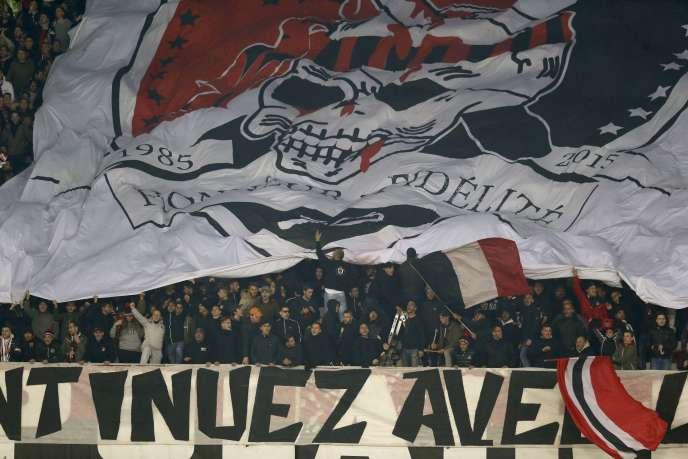 Les supporteurs de l'OGC Nice, en décembre 2015, à l'occasion d'un match contre le Paris-Saint-Germain.