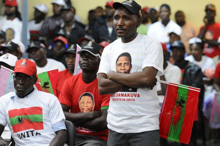 Des militants de l'Unita, à Luanda, la capitale angolaise, en 2012.