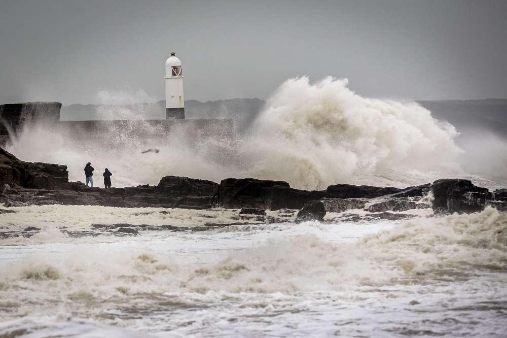 La tempête Desmond qui s'abat sur la Grande-Bretagne a provoqué des inondations dans le nord-ouest de l'Angleterre, où 60 000 foyers étaient dimanche 6 décembre privés d'électricité.