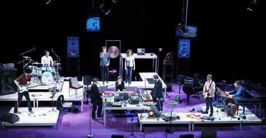 Le spectacle « La face cachée de la lune» : neuf musiciens sous la direction de Thierry Balasse rejouent l'album mythique des Pink Floyd, «The Dark Side of the Moon».Theatre de La Cite internationale, à Paris, le 17 decembre 2012.