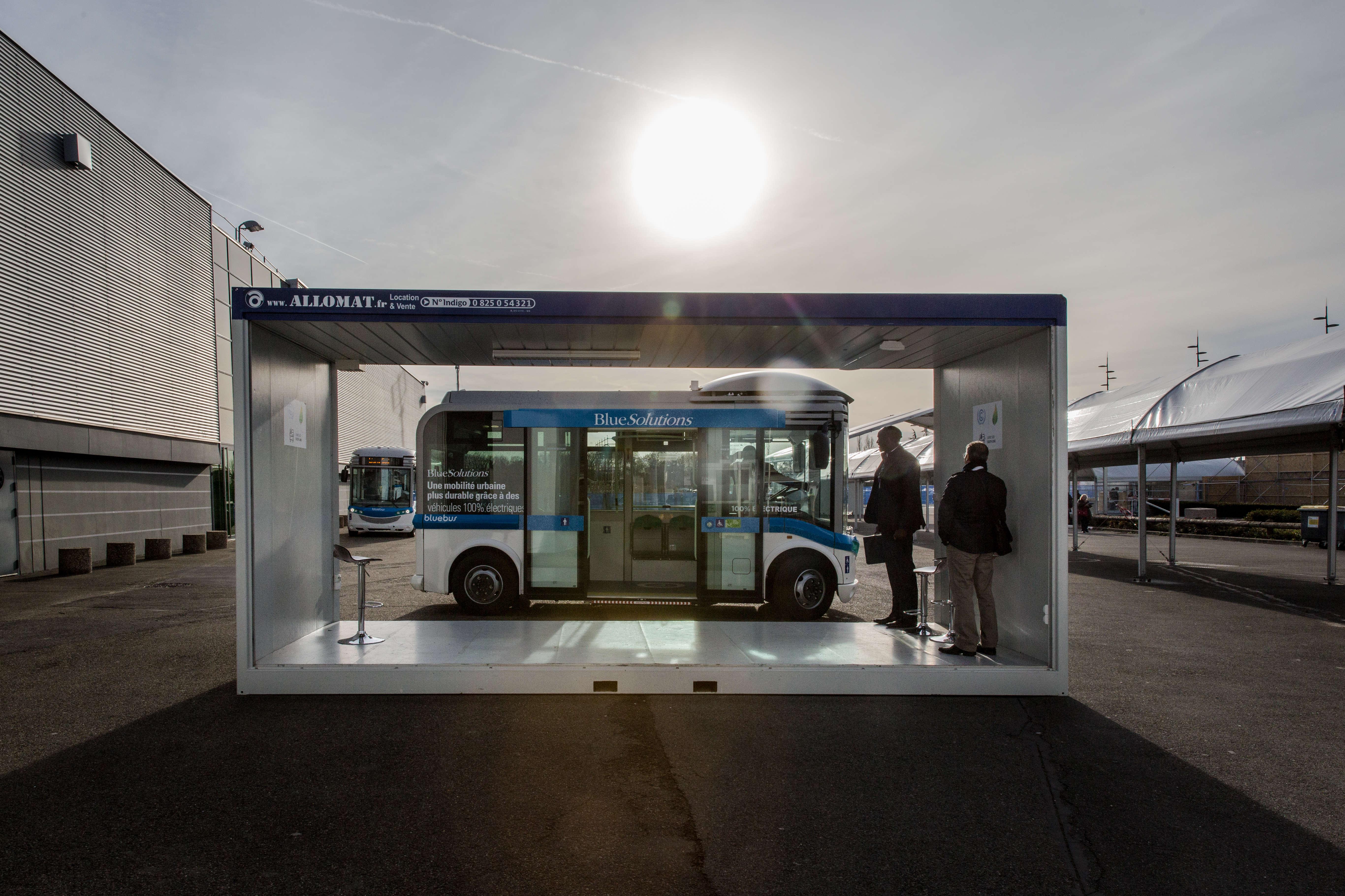 Samedi 5 décembre, c'est la Journée de l'action (Action Day) au Bourget. Le Secretaire des Nations-Unies, Ban Ki-moon et le président François Hollande sont attendus pour la clôture. Des navettes de bus électriques pour les déplacements sur le site de la COP 21.
