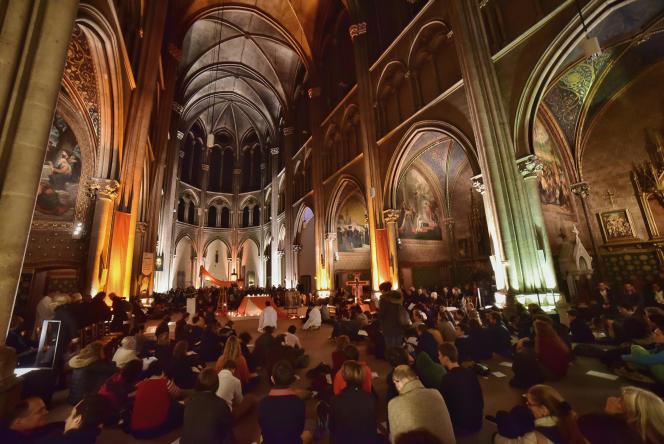Prière contre le réchauffement climatique à l'église Saint-Ignace de Paris, le 5décembre, pendant la COP21.