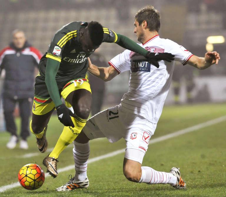 """M'Baye Niang, le Français du Milan AC, a eu beau essayé, rien n'a marché dimanche face à  Carpi. L'avant dernier du classement a tenu les """"rossoneri"""" en échec (0-0) dans leur antre de San Siro.  Les Milanistes sont dans le ventre mou du classement, à la 8e position."""