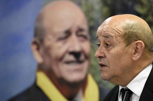 Le ministre de la défense Jean-Yves Le Drian (PS), est en tête du premier tour des régionales en Bretagne.